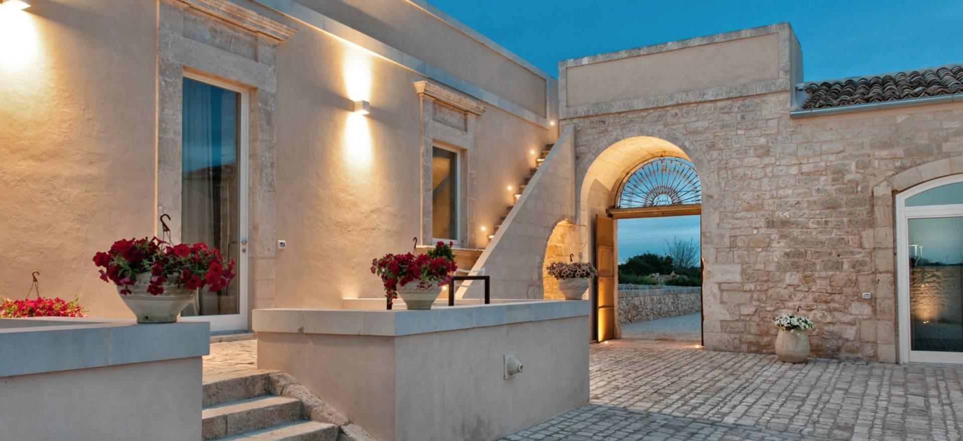 Agriturismo Sizilien Restaurierter Agriturismo mit gutem sizilianischem Restaurant
