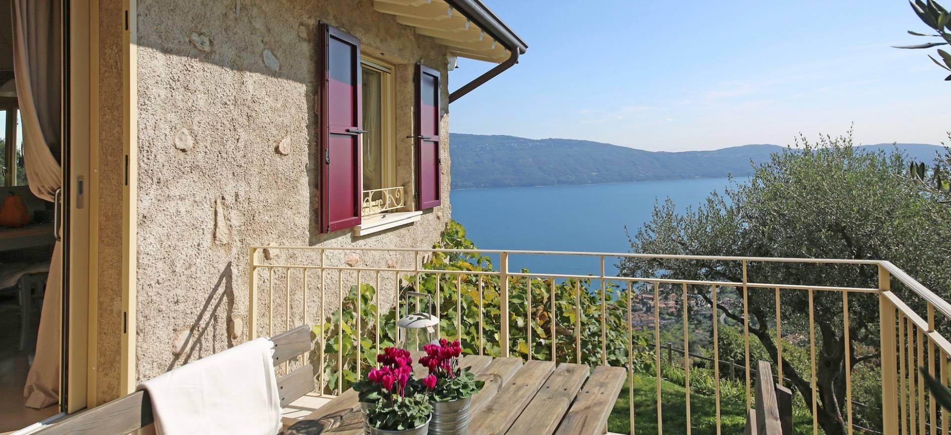 Landhaus gardasee mit pool und blick auf den see - Casa vista lago garda ...